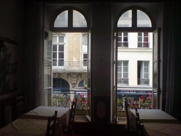 למי קראת זקנה: Chez La Vieille