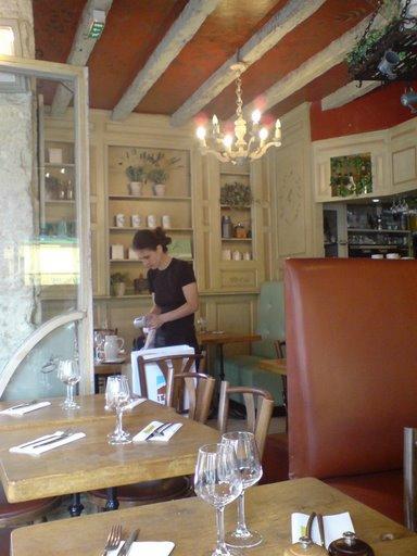 סן ז'רמן: מסעדת צהריים נחמודת