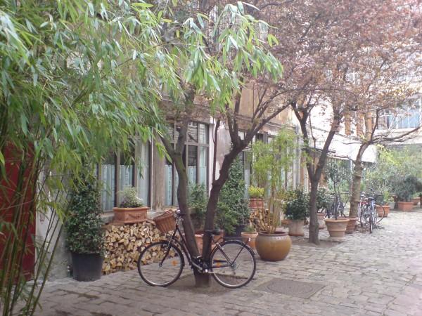 פריז ואומנות אחזקת האופניים / אור הלר, ישראל