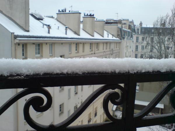 כאן שלג / קטנה פריזאית