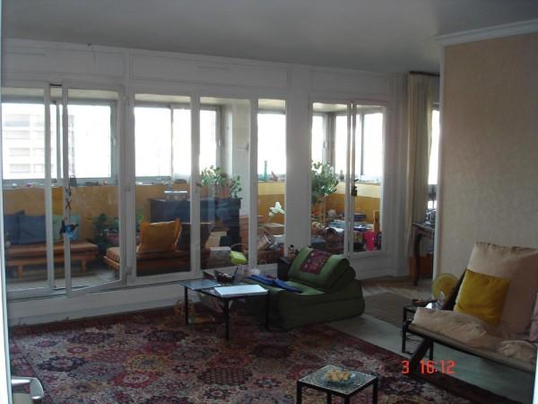 הסלון וחלק מהמרפסת. דירה ברובע ה-12 להחלפה בדירה בירושלים