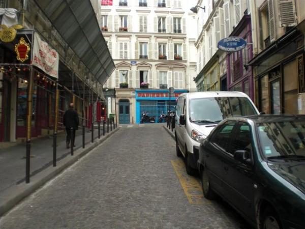לכל דבר טוב יש סוף. קצה rue des Martyrs