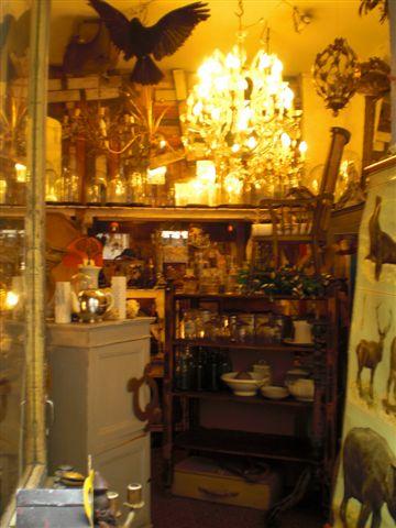 objet qui parle. חנות עתיקות מתוקה ברו דה מרטיר