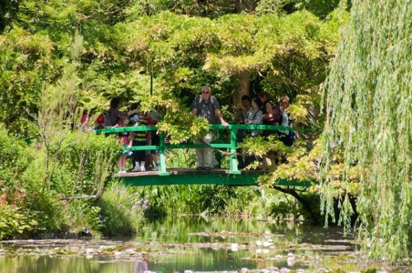 הגשר הקטן של מונה בז'יברני