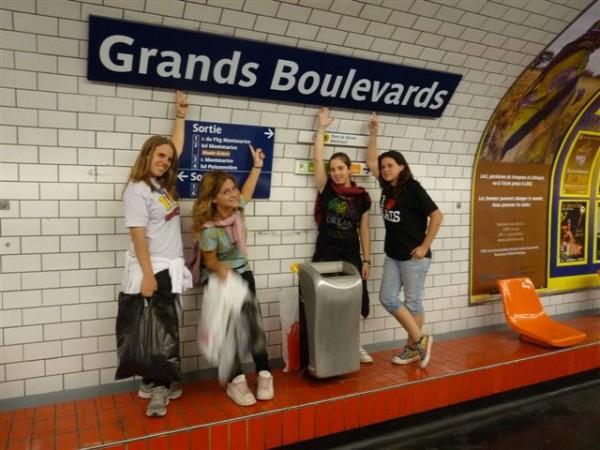 כנגד ארבע בנות. רוני, אפרת, שיר ו כובשות את פריז