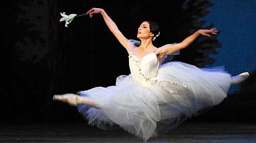 ג'יזל. אנה אנניאשווילי, הפרימה בלרינה של הבלט הלאומי של גרוזיה. לא באה לפריז השנה