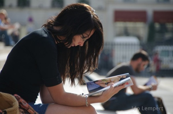 נערת קריאה * צילום: עדו למפרט