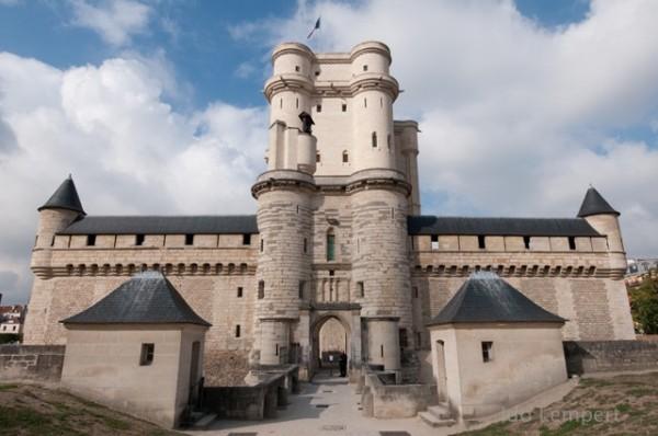 המבצר בלב טירת ונסן * צילום: עדו למפרט