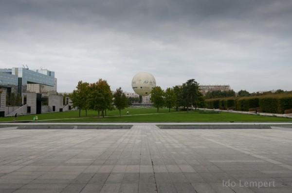 הכדור הפורח (או לא) בפארק סיטרואן * צילום: עדו למפרט