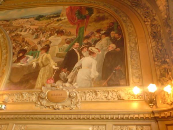 גם אנחנו באצילים. אחד מציורי הקיר ב-Le Train Bleu