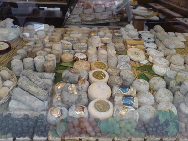 גבינה, מישהו?
