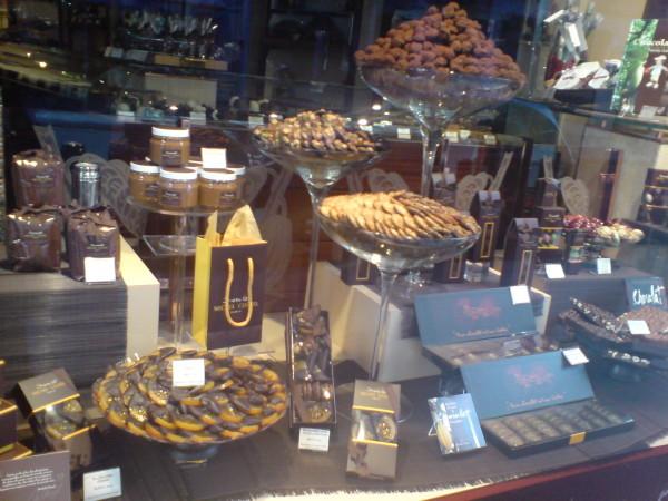 שוקולד, מישהו? חלון הראווה של מישל קלוזיאל ברחוב סנט הונורה