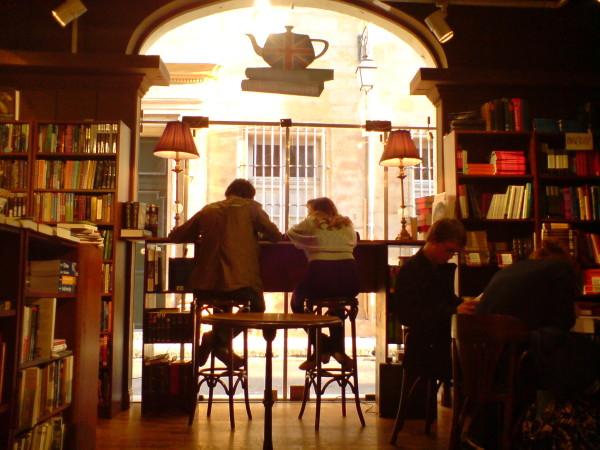 Book in Bar. חנות ספרים ובית קפה, הלוואי שהיה לי כזה. הלוואי שהיה לכולם