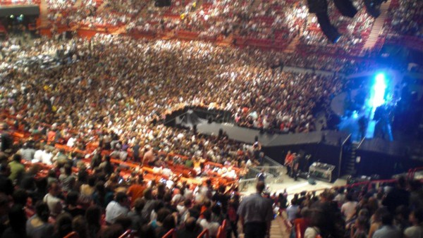 Coldplay בהופעה בברסי. כך זה נראה מבפנים