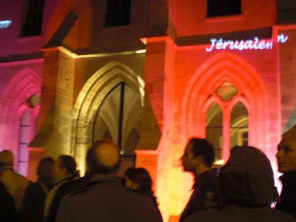 ז'רוזלם מרחפת ממעל. מתוך מיצג על ישראל שהתקיים בקולז' דה ברנרדין בלילה הלבן