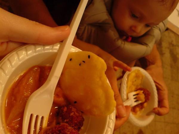 כופתאות הסלק והחומוסים שצ'נצ'ל בישל לכבוד המאורע. ותינוקת