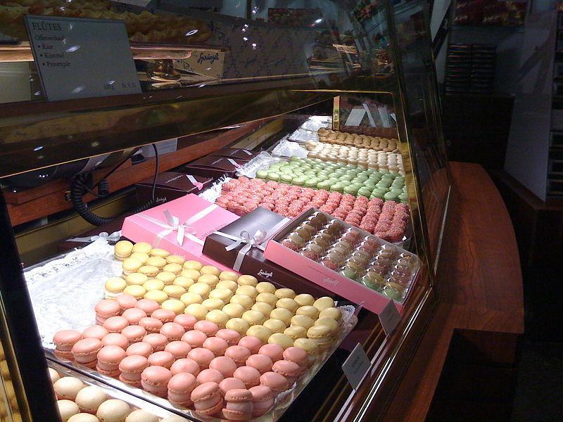 מקרונים? חלילה. לוקסמבורגרלי ב-Confiserie Spruengli. צילום: Orever  - Wikimedia