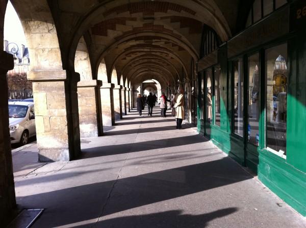 קשתות מבפנים. Place des Vosges
