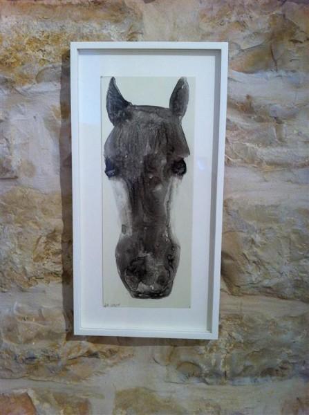 """שיחה בארבע עיניים. סוס של עדנה אוחנה בגלריה """"המעיין"""""""