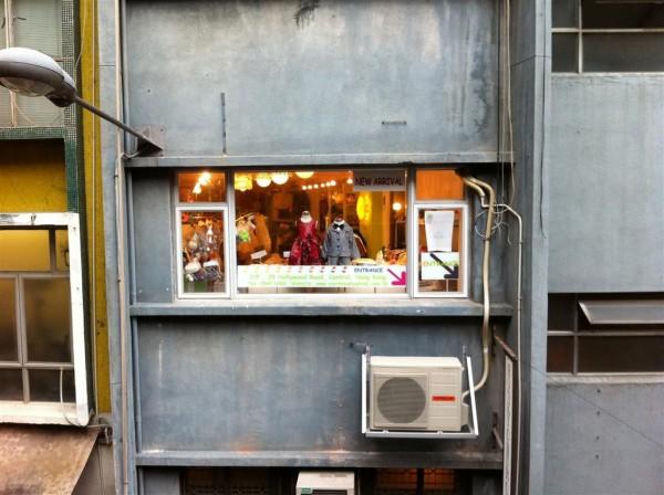 מבטים מהמיד לוולס: חנות