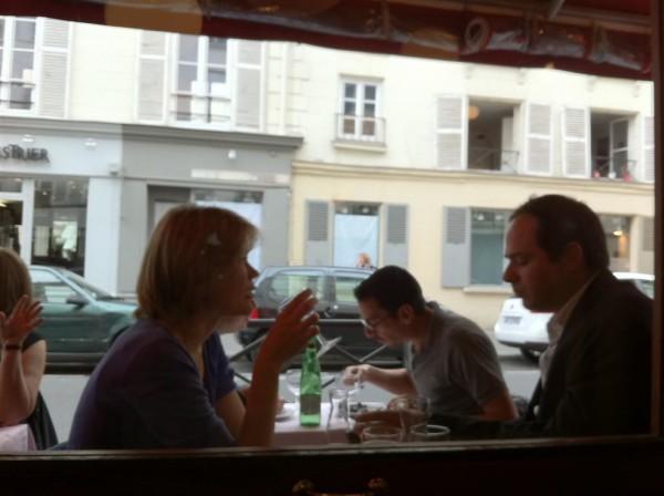 כמה נחמד לאנשים שפשוט יורדים לכאן לצהרים. Le Cherche-Midi
