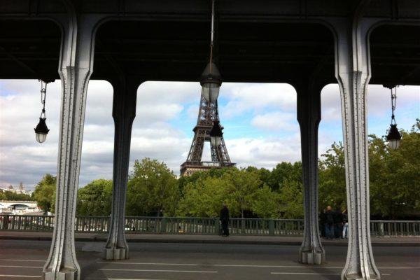 שלוש חתונות ואי (-צדק) / פריז בשנה שעברה