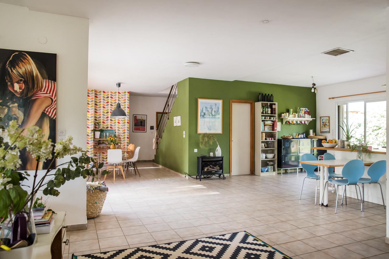 הרצפה, כולל הפוגות ברצפה, המרחבים שקשה למלא, הקיר הירוק, צילומים: טל סיון-צפורין